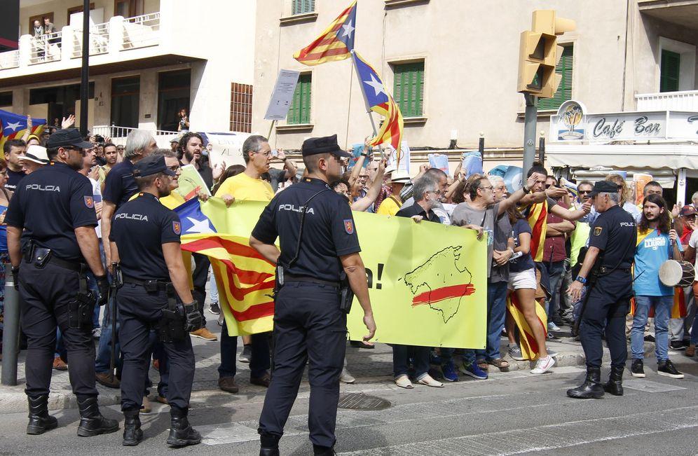 Foto: Manifestantes reclaman el 'derecho a decidir' de Cataluña. (EFE)