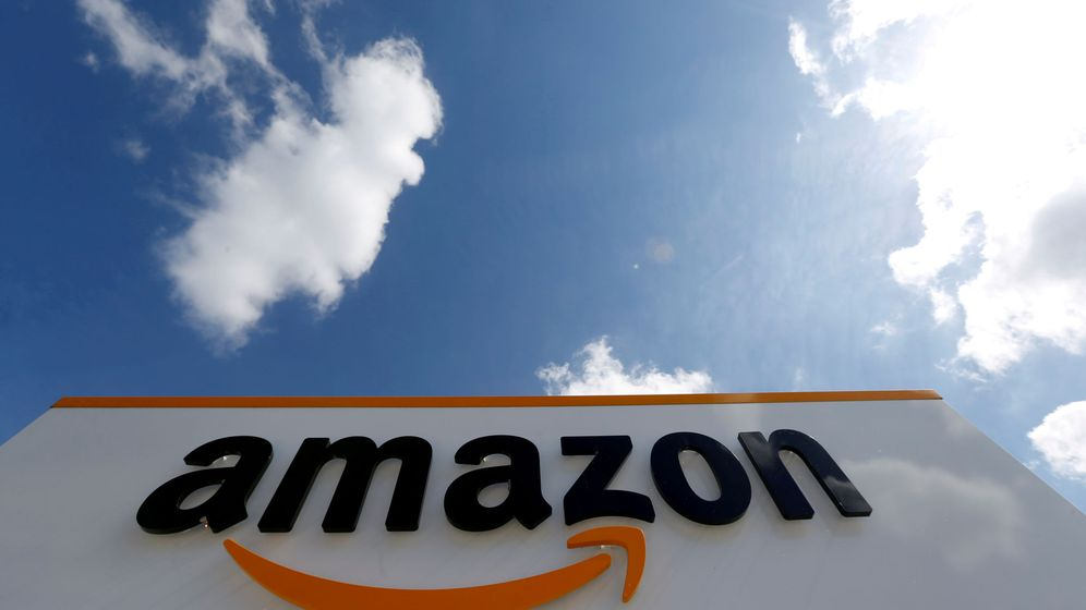 Foto: File photo: the logo of amazon is seen at the company logistics centre in boves