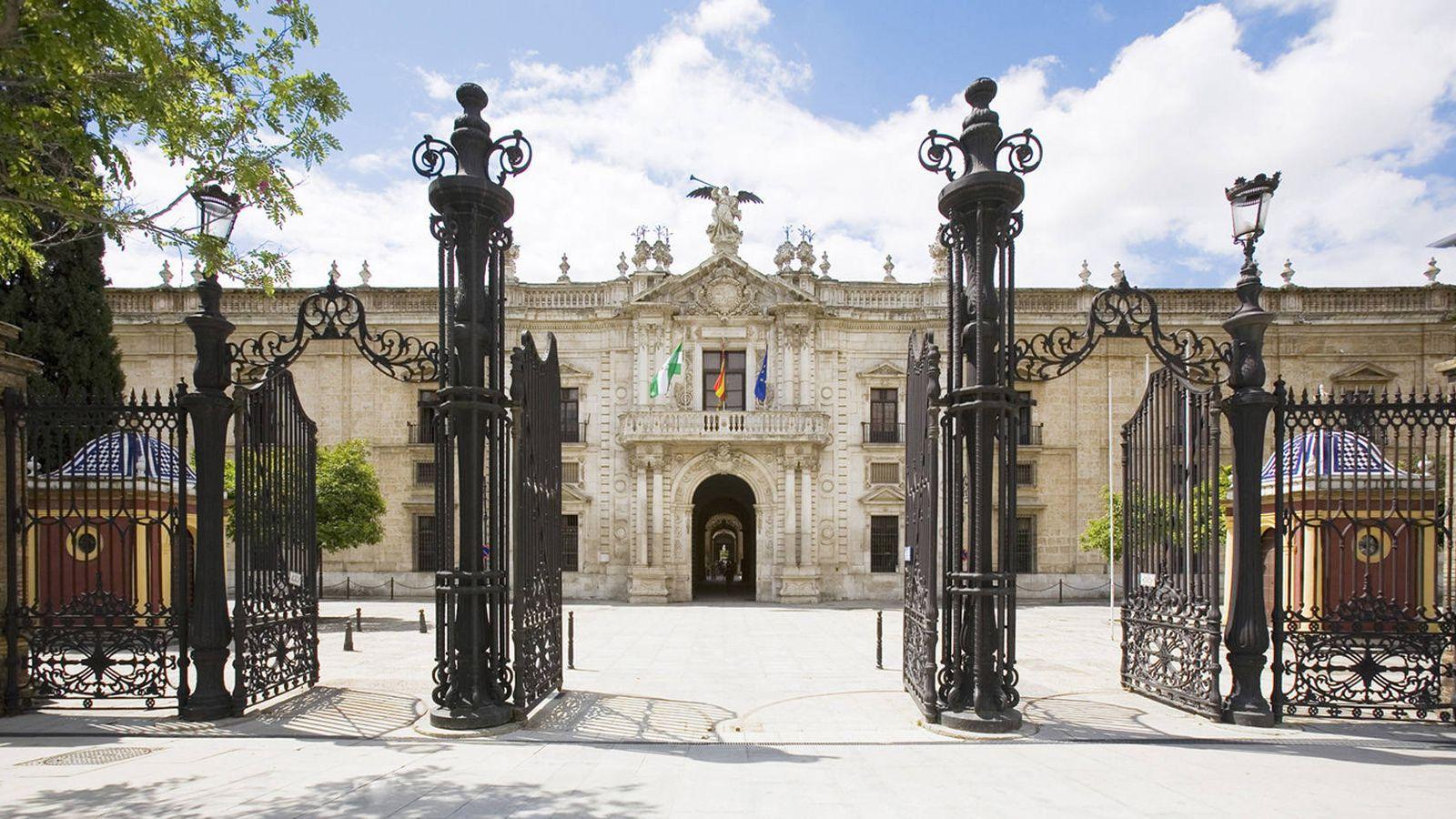 Foto: Fachada de la Universidad de Sevilla.