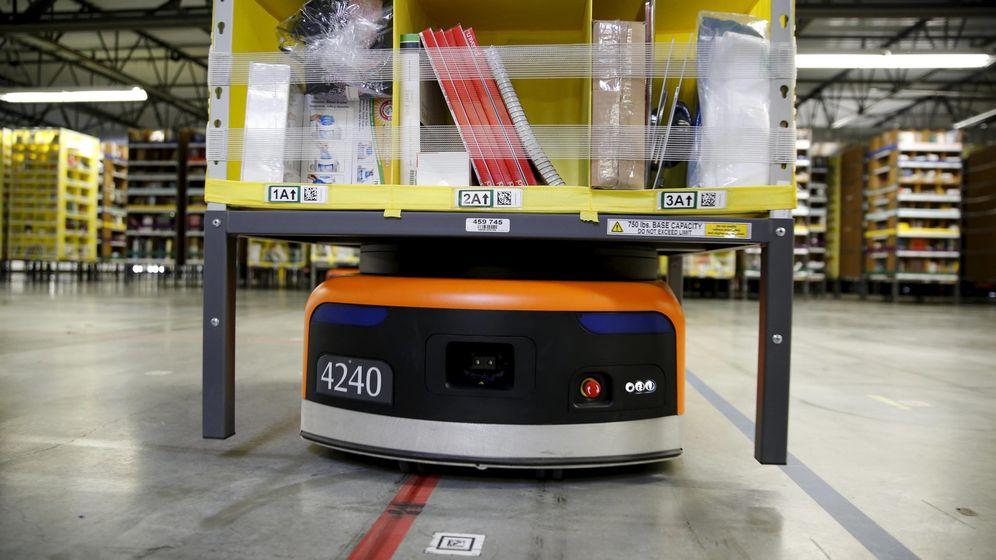 Foto: Uno de los robots que Amazon ya utiliza en sus almacenes. (Reuters)