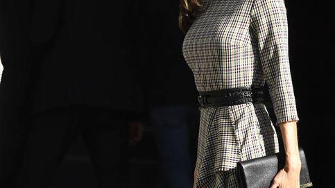 Con un cinturón y unos Manolos: así convierte Letizia un look de 5 en uno de 10