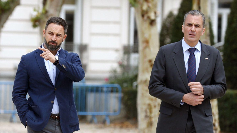 Abascal y Ortega Smith a su llegada al Tribunal Supremo para valorar la sentencia sobre el 'procés' (EFE)