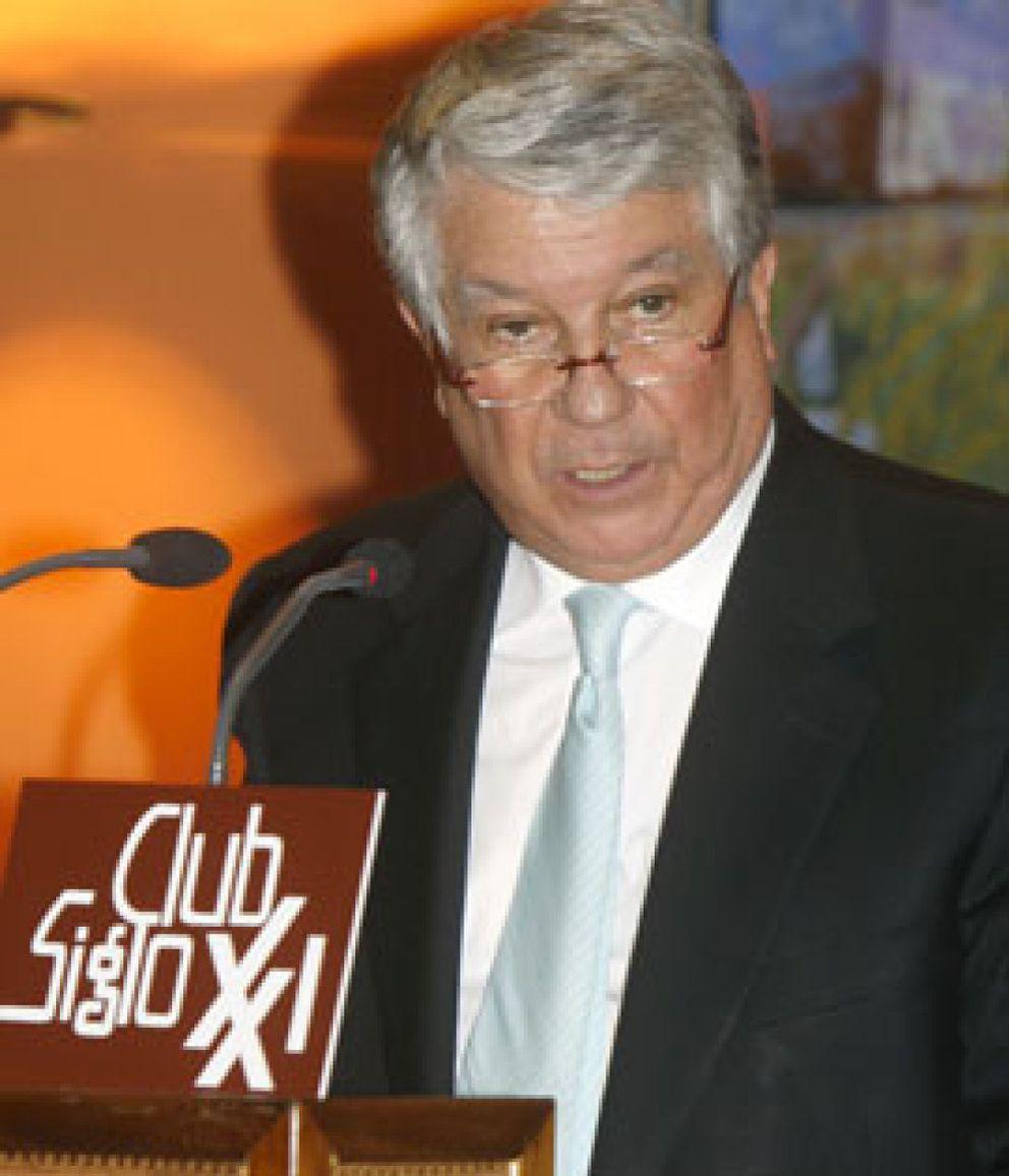 Foto: Trabajo ya obligó en 2009 a Arturo Fernández (CEOE) a regularizar los pagos a sus empleados