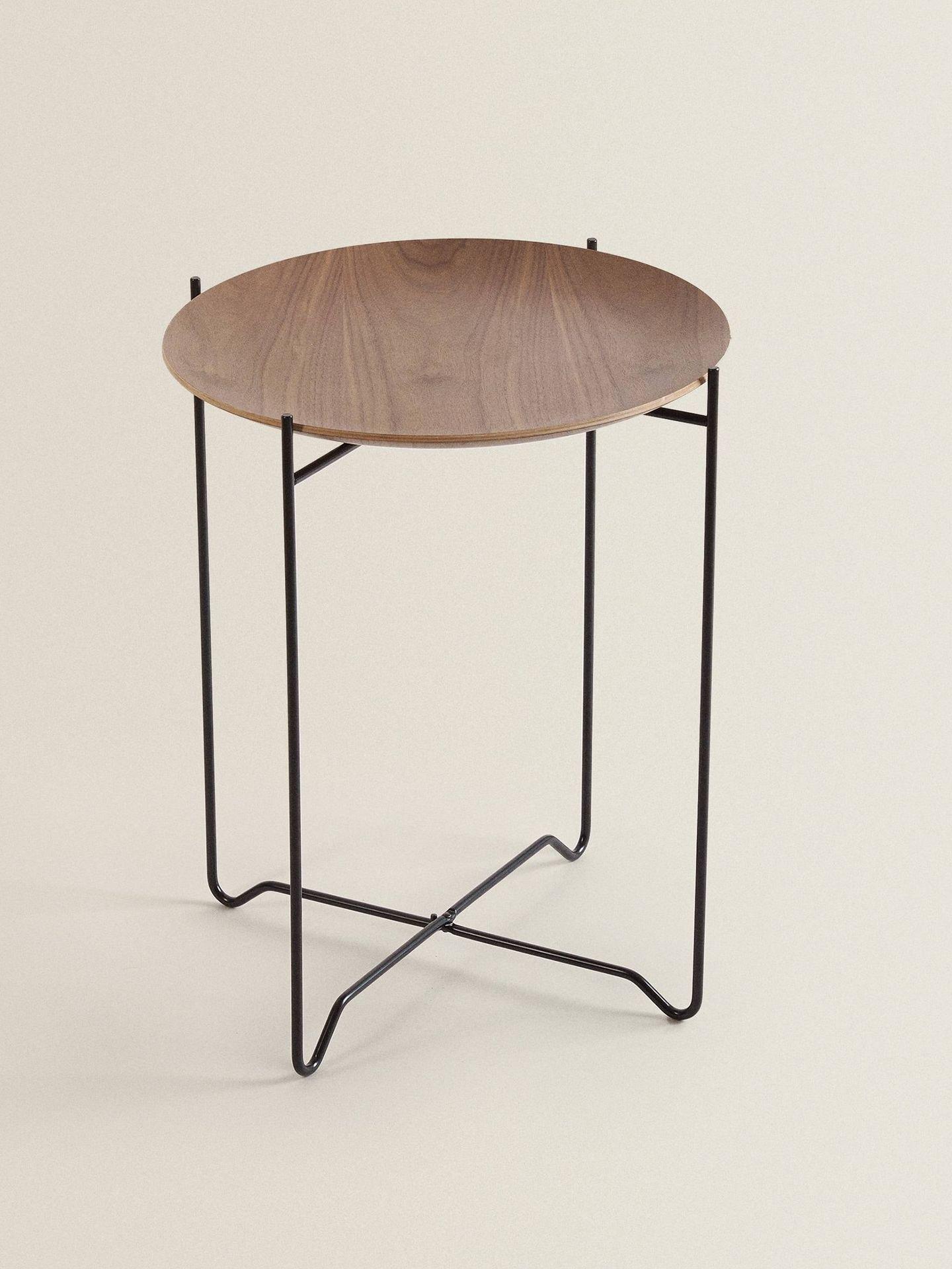 Mesa de madera de Zara Home. (Cortesía)