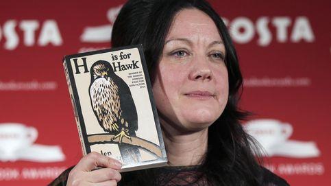 Una mujer doliente y un azor salvaje: el libro más insólito y hermoso del año