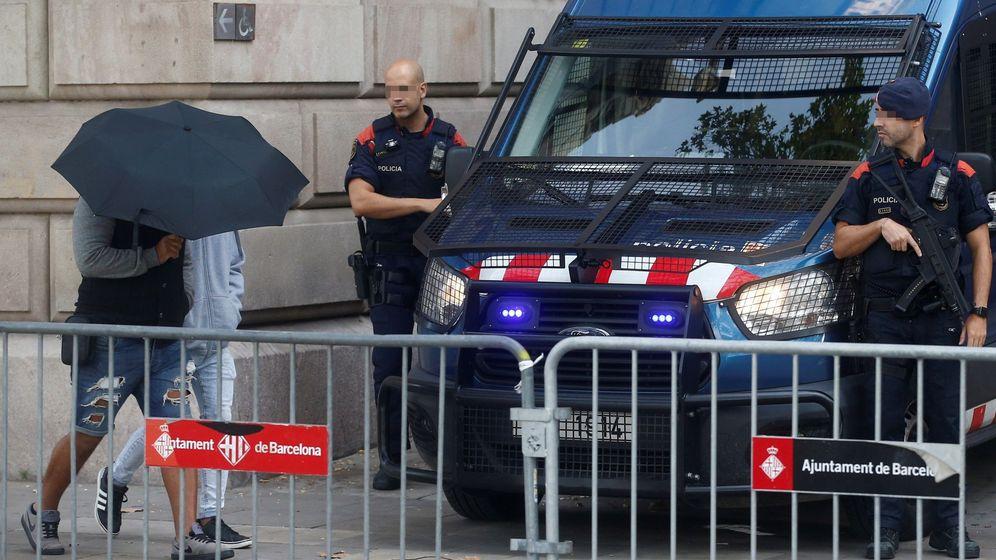 Foto: Foto de archivo de dos de los siete acusados por la violación múltiple de una menor en Manresa (Barcelona). (EFE)