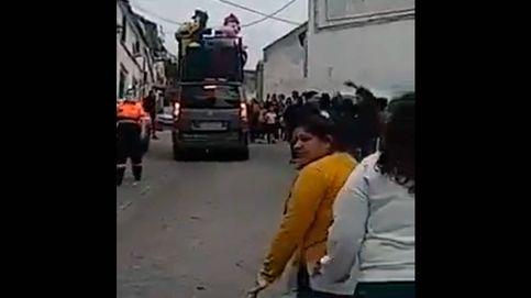 Decenas de personas se saltan el estado de alarma para asistir a un pasacalles en Jaén
