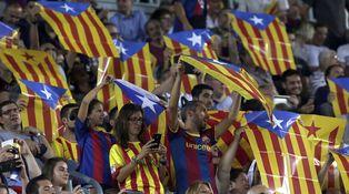 Bandera blanca por las esteladas en el Camp Nou, un templo de la libertad