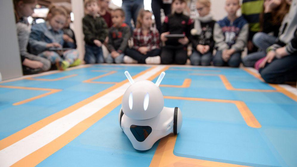 Foto: Un robot educativo polaco en Varsovia, el pasado 28 de noviembre de 2017. (EFE)