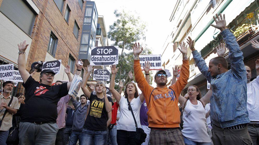 Vallecas camina hacia su conversión en el primer barrio libre de desahucios