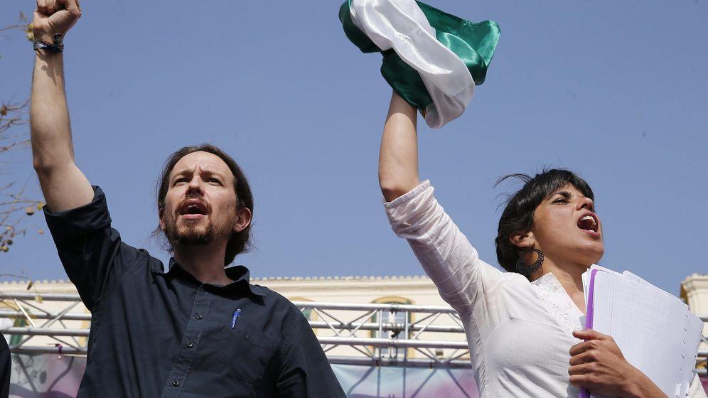 Foto: Pablo Iglesias, junto a la candidata por Andalucía Teresa Rodríguez, el sábado, durante un mitin en Málaga. (EFE)