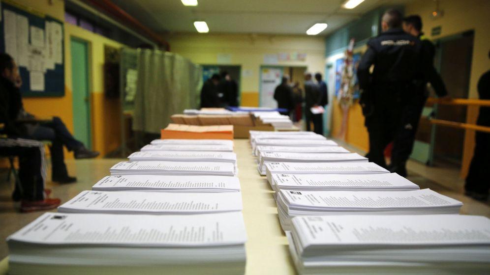 Foto: Papeletas de los diferentes partidos para las elecciones generales de 2016. (EFE)