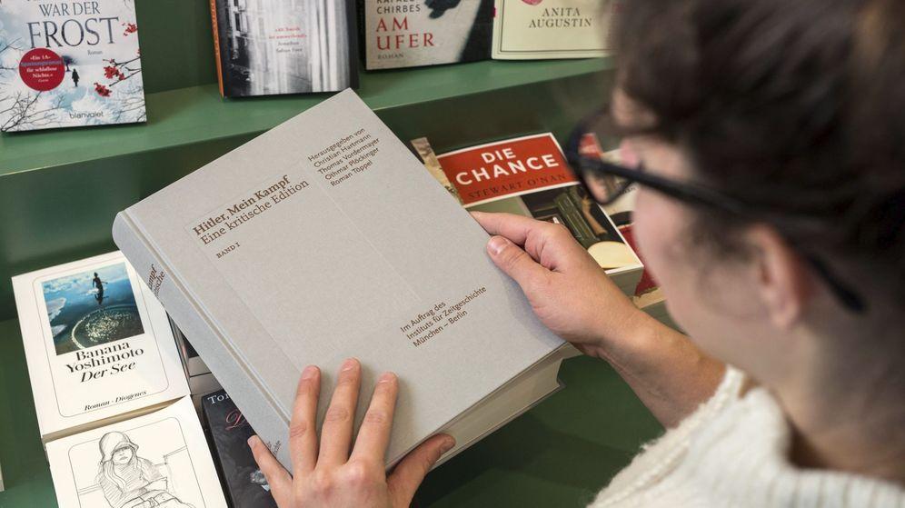 Foto: Un ejemplar del libro 'Hitler, Mein Kampf - eine kritische Edition' en una librería de Múnich, Alemania. (EFE)