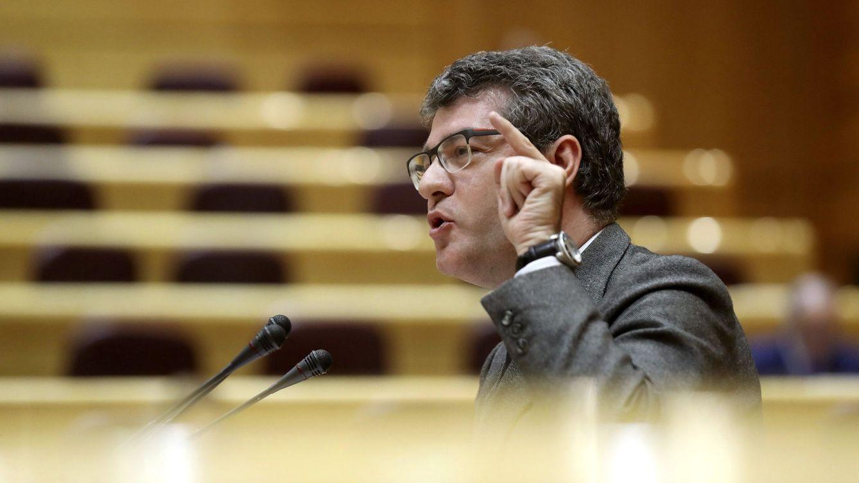 Álvaro Nadal se decanta por Sáenz de Santamaría: Es la mejor preparada