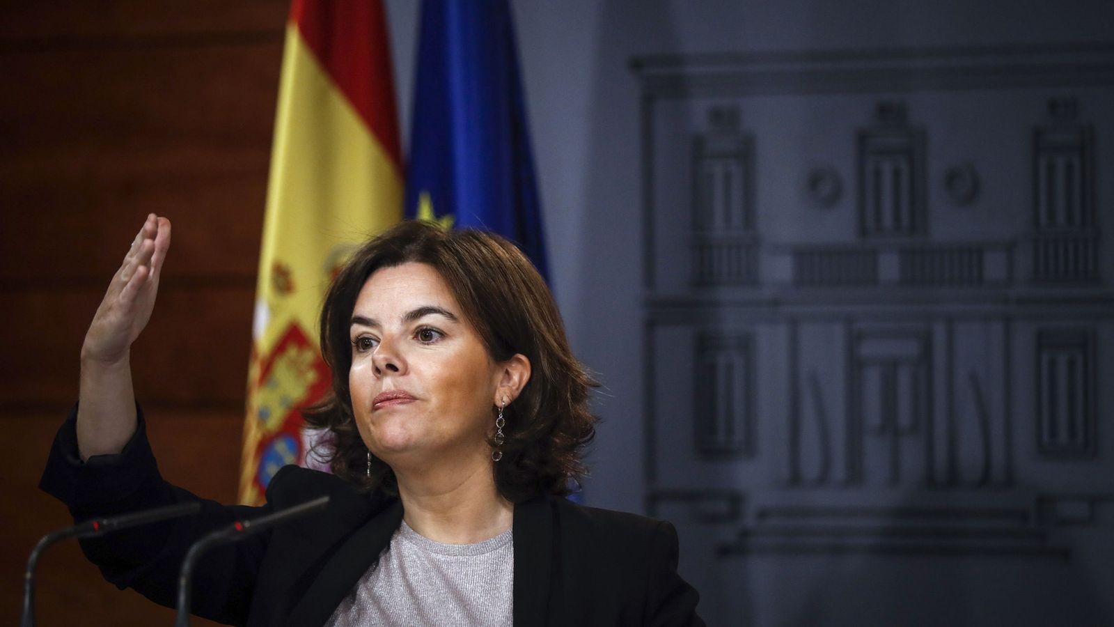 Foto: La vicepresidenta del Gobierno, Soraya Sáenz de Santamaría, durante su comparecencia. (EFE)