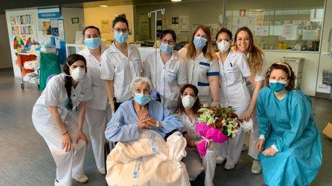 Pilar vence al virus con 100 años: Juanjo, ¿te parece que les demos las flores a las chicas?