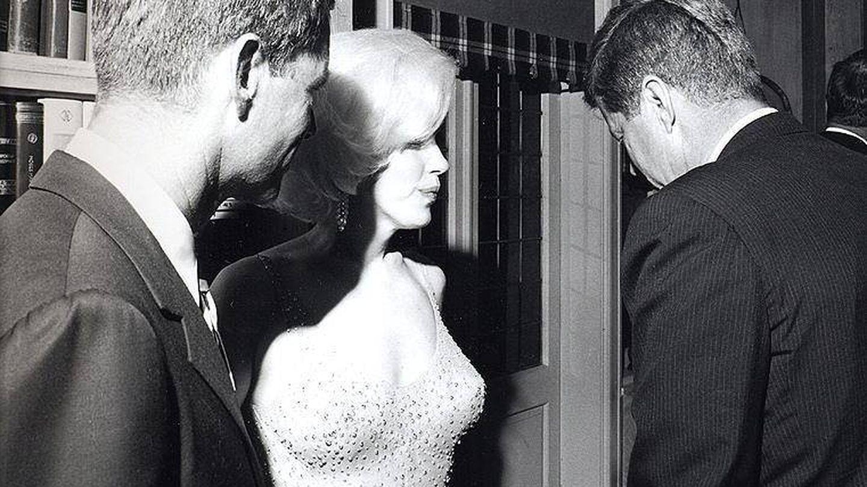 Fotografía tomada por Cecil Stoughton, la única que existe de Marilyn Monroe con el presidente John F. Kennedy. (EFE)