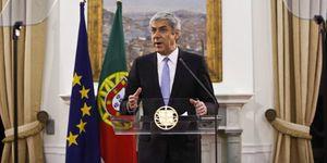 Sócrates dimite tras rechazar el Parlamento portugués su plan de austeridad