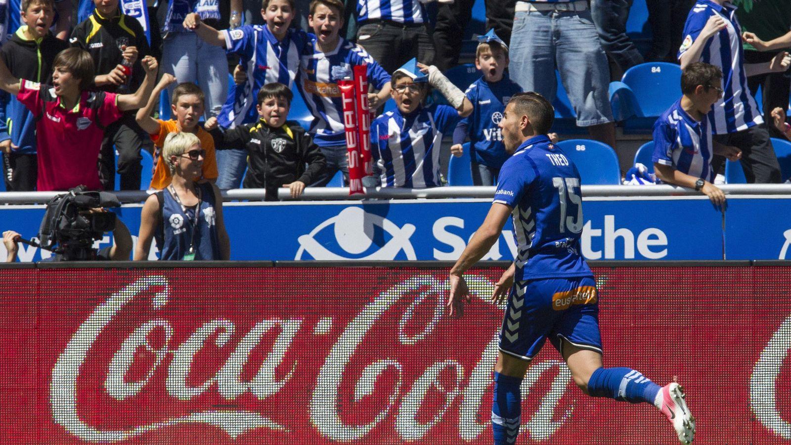 Foto: Theo celebra el gol que dio el triunfo al Alavés ante el Athletic. (EFE)