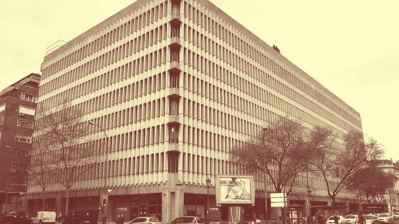 Foto:  Edificio Beatriz en Madrid, donde se ubica la sede del Banco de Depósitos. (Wikipedia: Luis García)