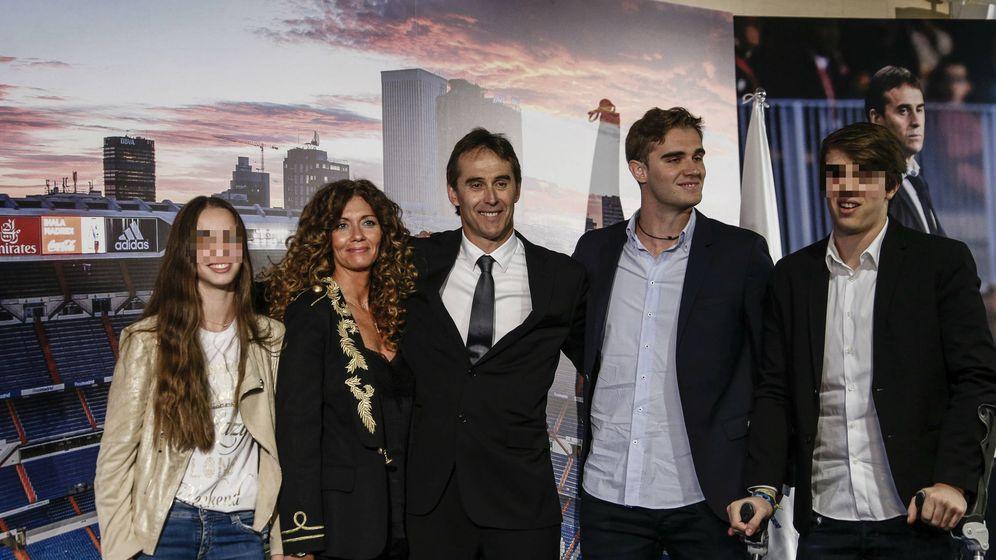 Foto:  Julen Lopetegui, rodeado de su familia. (Gtres)