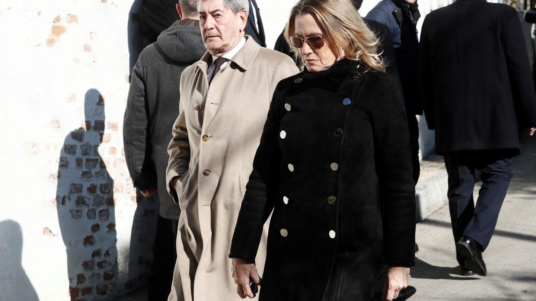 Alfonso Cortina y su mujer, Miriam Lapique. (EFE)