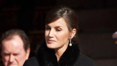 Máxima, Letizia, Charlène de Mónaco… Los mejores abrigos capa de las royals