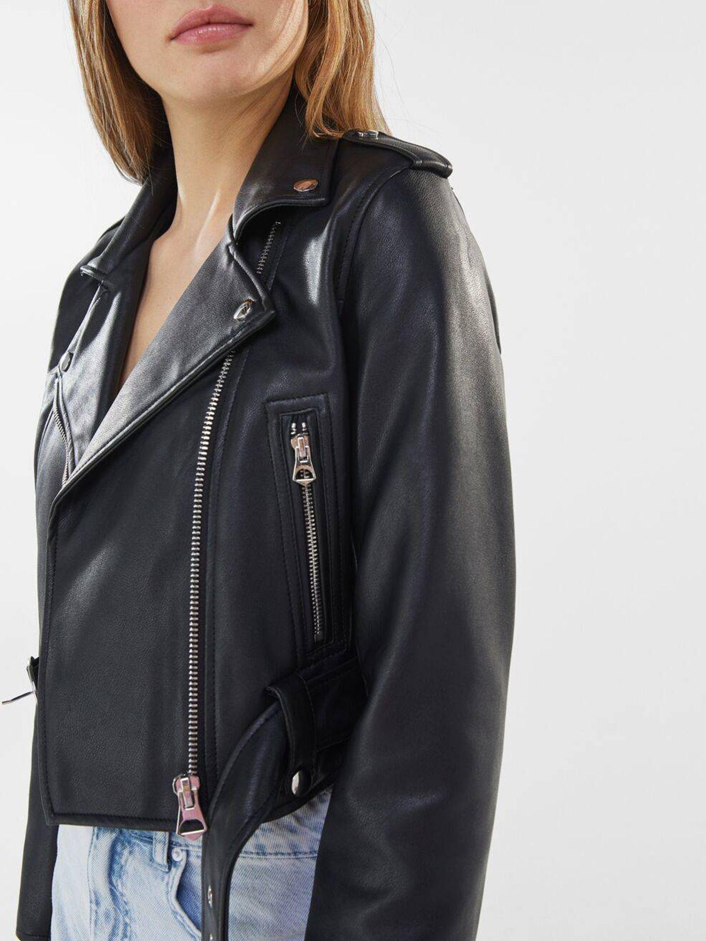 La chaqueta biker de Bershka. (Cortesía)