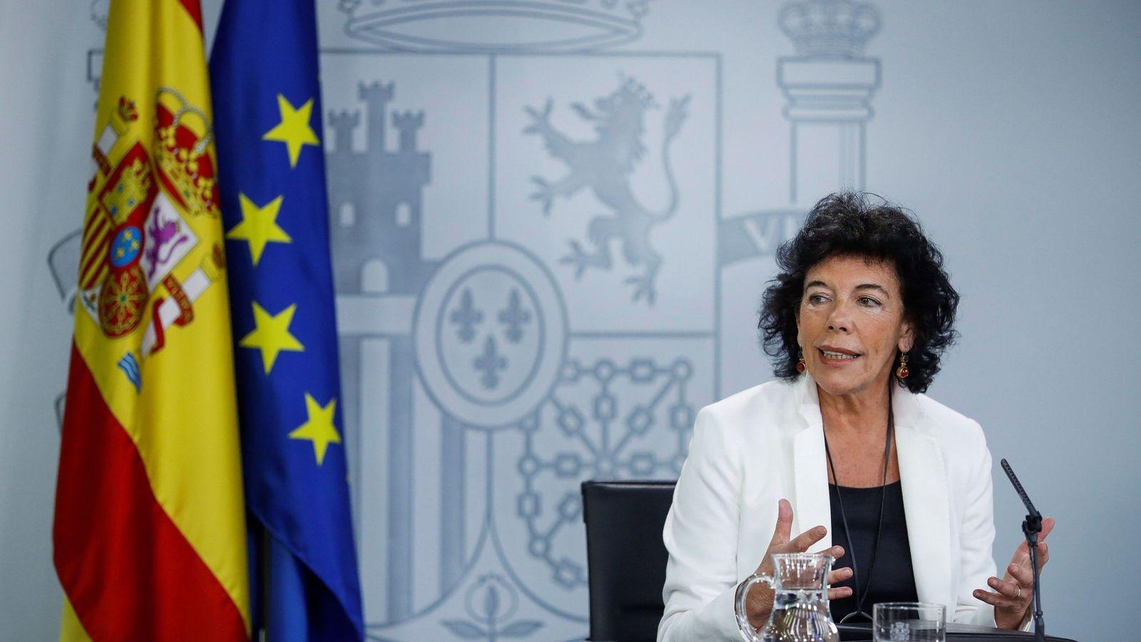 Foto: La portavoz del Gobierno, Isabel Celaá, durante su rueda de prensa en La Moncloa de este 15 de junio. (EFE)
