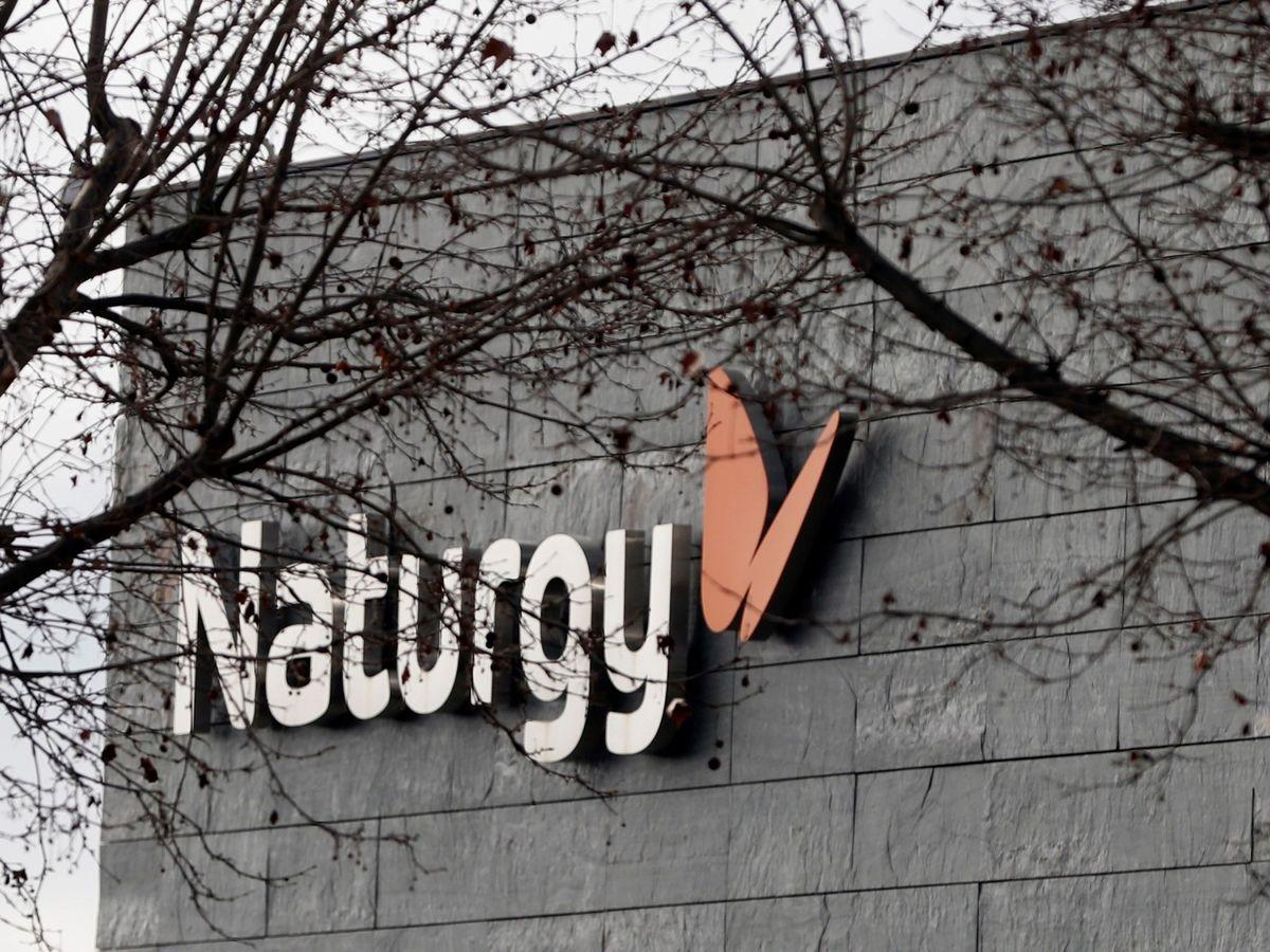 Foto: Logo de Naturgy en su sede de Madrid. (EFE)