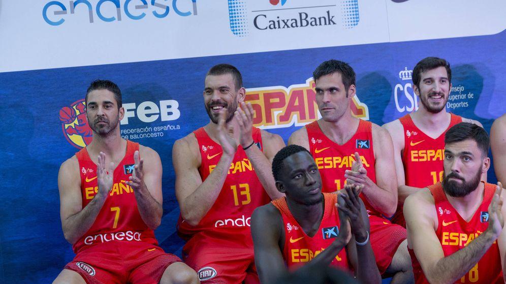 Foto: Juan Carlos Navarro (primero por la izquierda) en el acto de presentación de la selección celebrado este viernes en Madrid. (Foto: FEB)