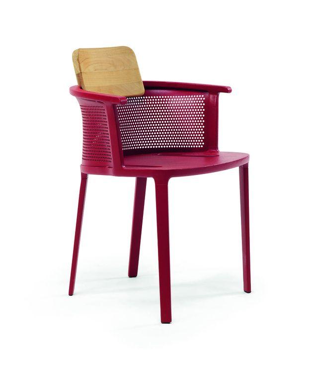 Foto: En rojo intenso. Perfecta para dar el contrapunto de color a una terraza ajardinada (Ethimo)