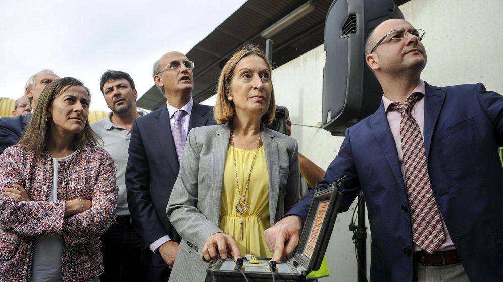 Foto: La ministra de Fomento, Ana Pastor, en unas obras del tren de Alta Velocidad. (EFE)