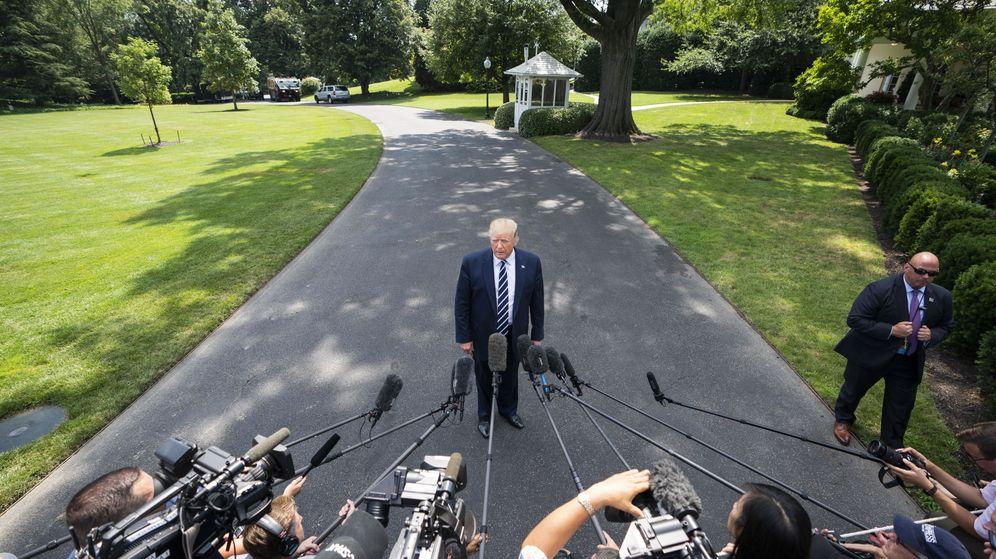 Foto: Trump se dirige a los medios para responder sus preguntas sobre el ataque a los petroleros. (EFE)