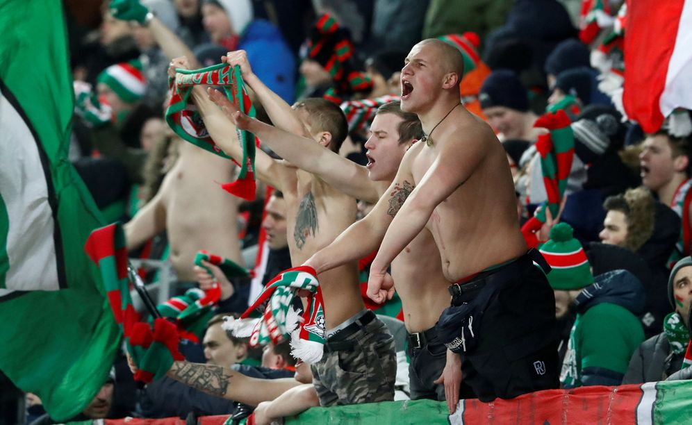 Foto: Imagen de aficionados del Lokomotiv de Moscú. (Reuters)