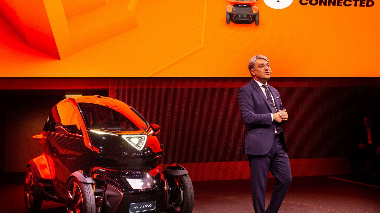 Luca de Meo presentando el Seat Minimó.