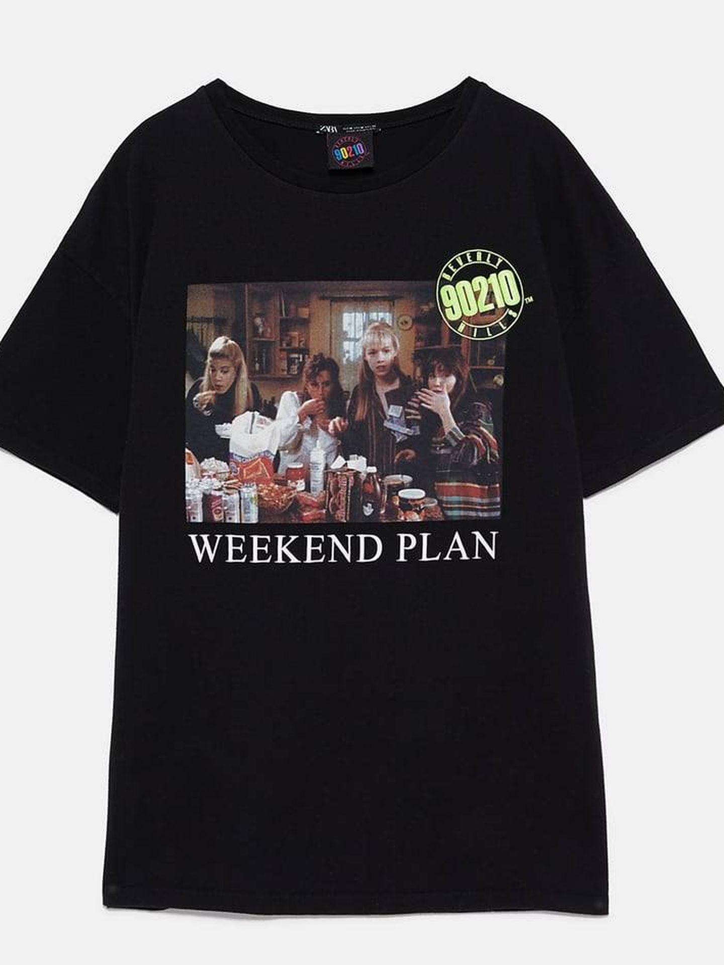 Camiseta en negro Weekend Plan, 12,95 euros. (Zara)