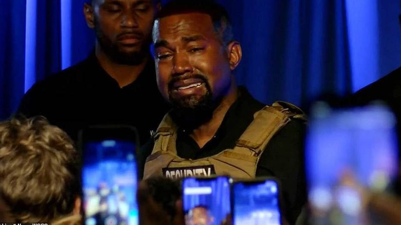 Kanye West llora durante su polémico discurso. (Canal Live 5 News)