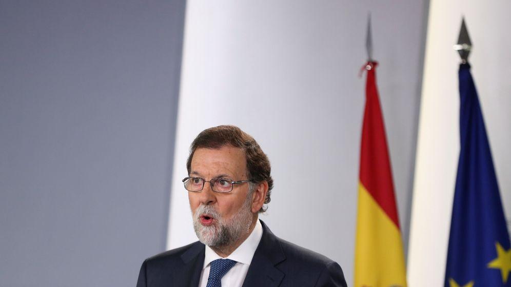 Foto: El presidente del Gobierno, Mariano Rajoy, comunica la decisión de impugnar todas las decisiones relacionadas con el referéndum. (EFE)