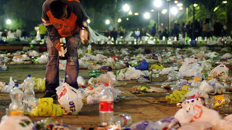 Un macrobotellón en Barcelona termina con graves altercados y varios heridos