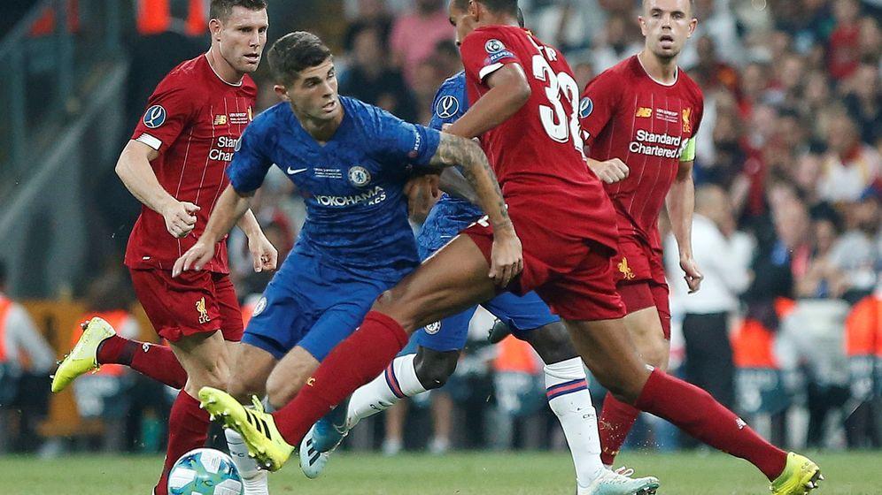 Foto: Liverpool y Chelsea en Estambul, este miércoles. (Reuters)