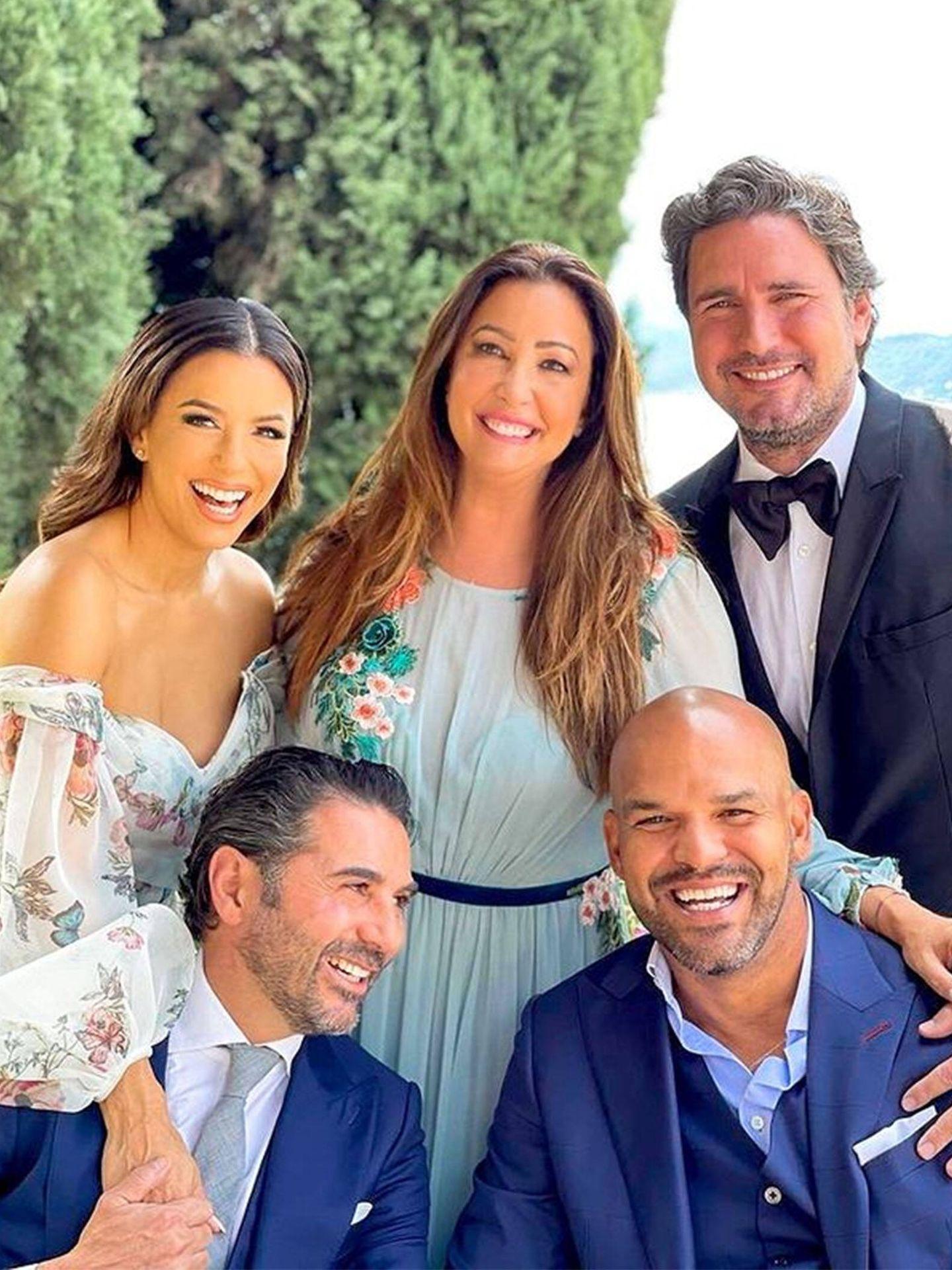 Una de las imágenes de Eva Longoria y compañía en la boda de su hijastra. (Instagram @evalongoria)