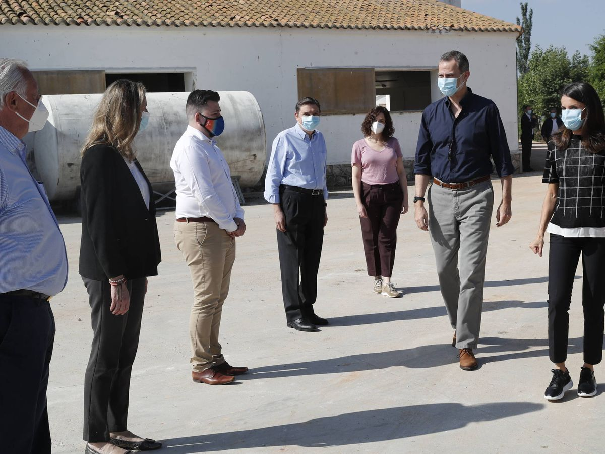 Foto:  Los Reyes, a su llegada a Sociedad Agraria de Transformación Vega de San Martín. (Casa Real)