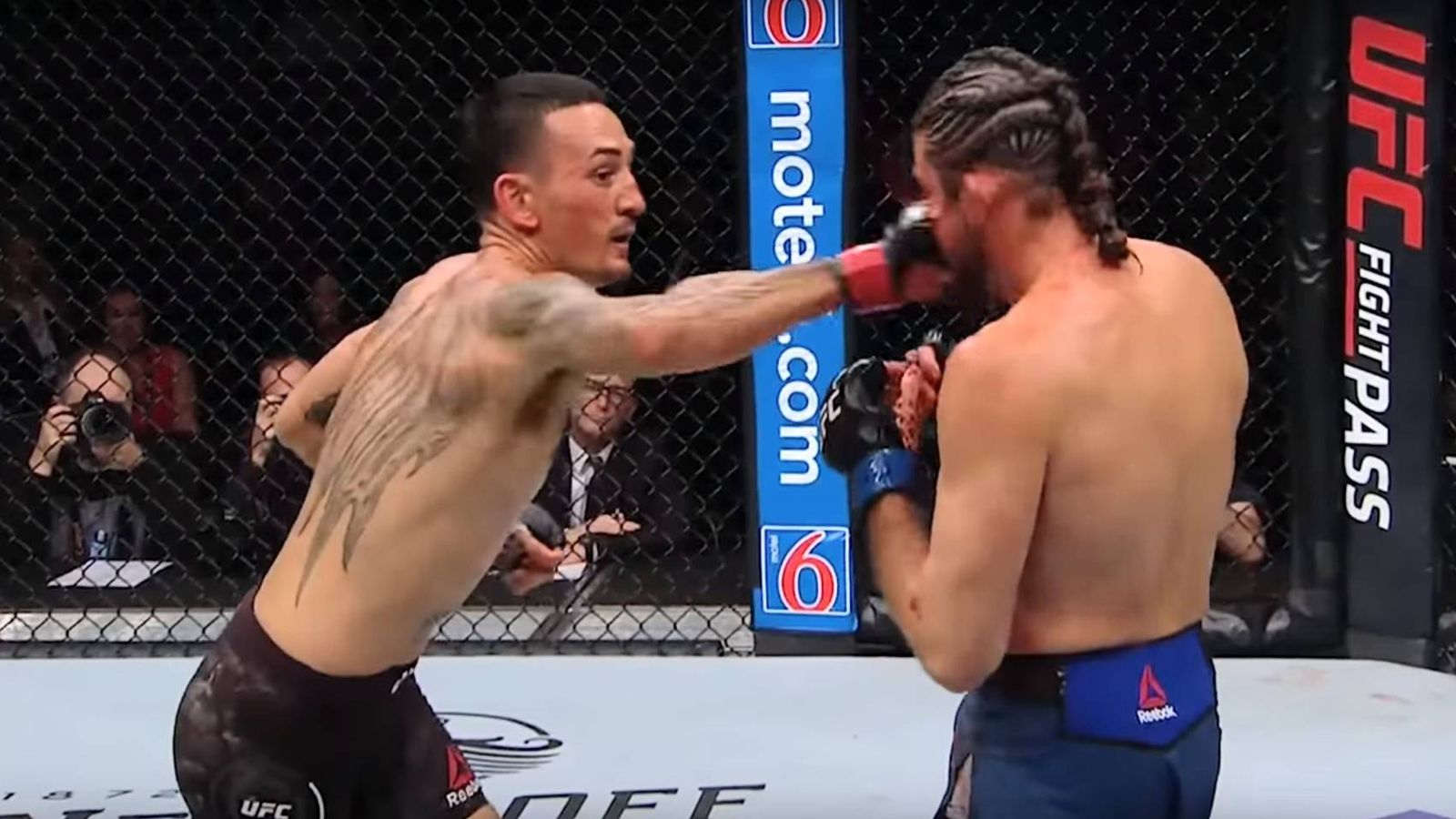 Foto: Max Holloway y Brian Ortega durante su combate en UFC 231. (UFC)