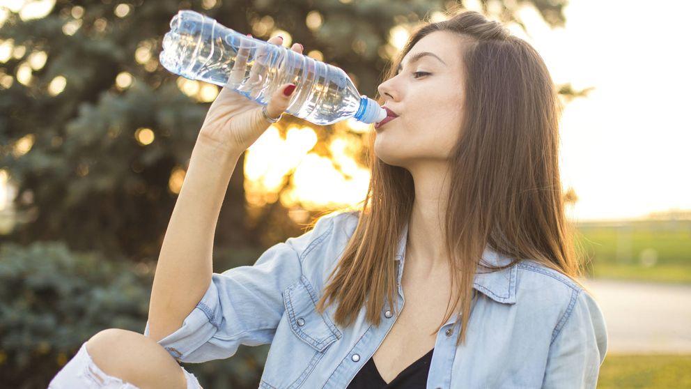 ¿Estás bebiendo demasiada agua? Los riesgos de abusar