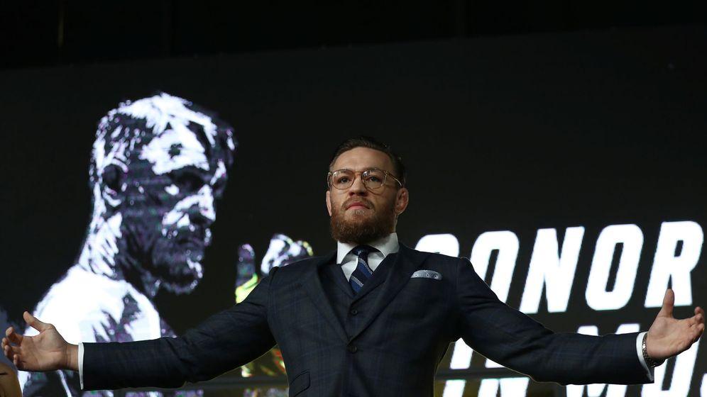 Foto: Conor McGregor atendienco a los medios en una conferencia de prensa en Moscú (REUTERS)