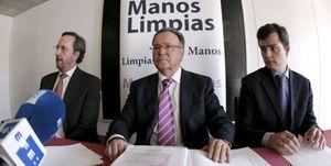 Foto: Manos Limpias presenta centenares de denuncias que terminan en la papelera