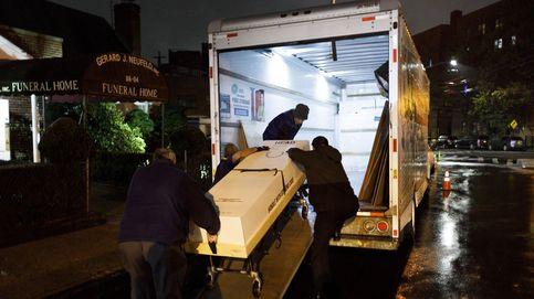 Las funerarias de NY intensifican el uso de ataúdes de cartón para las cremaciones