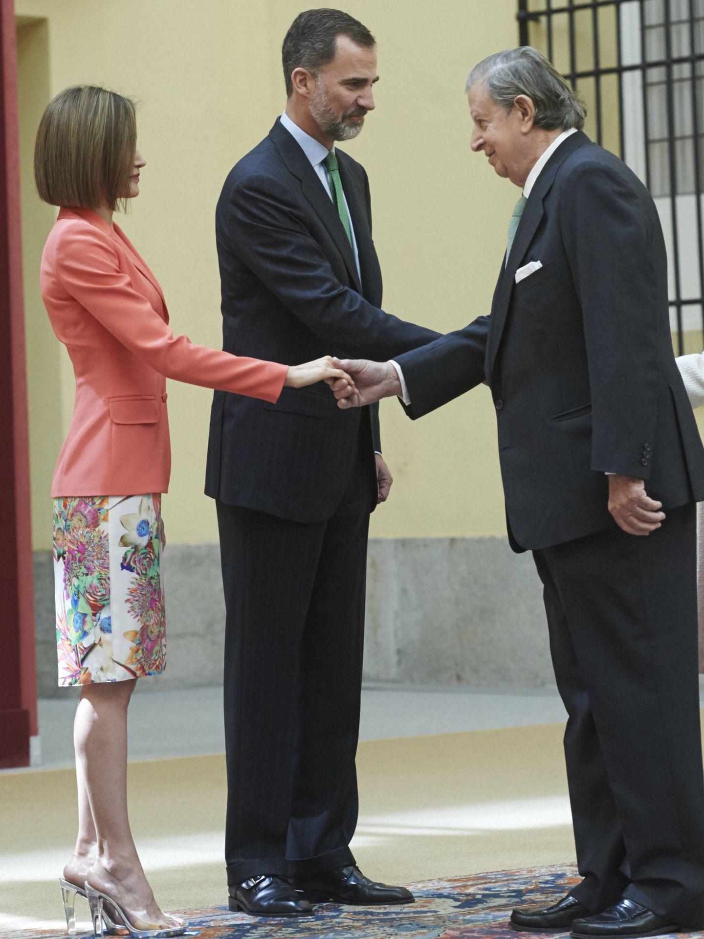 Fernando Falcó, con los Reyes. (Getty)