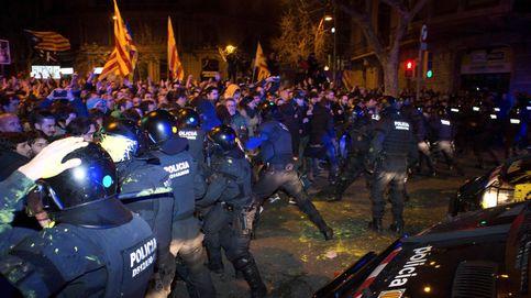 Directo | Los Mossos cargan contra los manifestantes concentrados en Barcelona